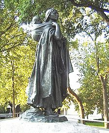 225px-Sakakawea-statue-bismarck-nd-2004