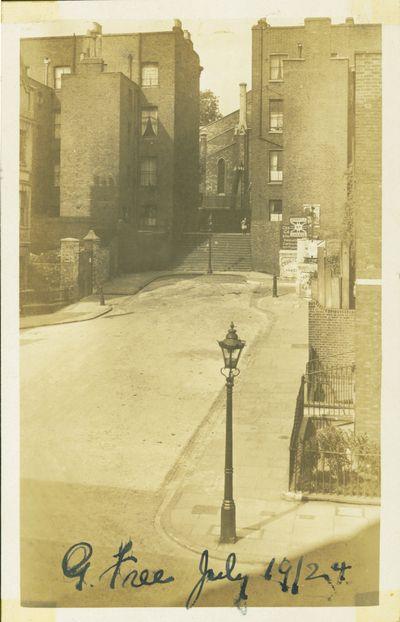 Gwynne_place_riceyman_steps_1924