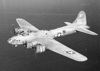 B-17_FlyingFortress_web