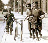 Boys_with_hoops_on_Chesnut_Street Toronto 1922