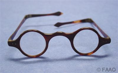 Musvisattrib 1750 wig spectacles spearshaped tips