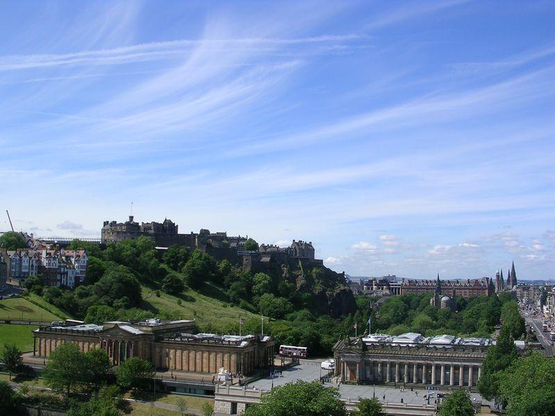 Edinburgh_05_castle_from_scott_monument