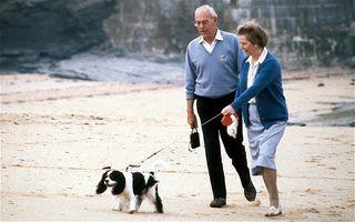 Margaret-Thatcher walking her dog