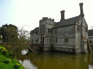 When my research turned up the fact that Baddesley Clinton had a moat around it, I was sold!