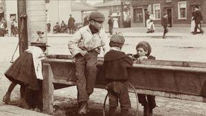 Barnett high street circa 1900.jpg