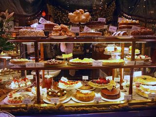 Dessert-Tea_rooms_store_front_in_Collins_Street,_Melbourne