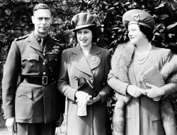 Queen-Elizabeth-later-the-Queen-Mother-and-King-George-VI-with-their-daughter-Princess-Elizabeth-later-Queen-Elizabeth