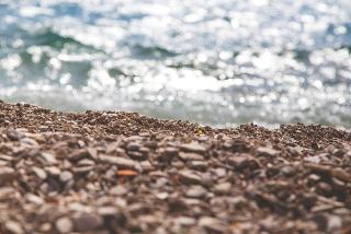 640px-Pebble_deposit_at_beach_(Unsplash)