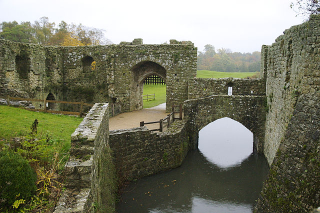 Leeds_Castle_grounds_UKBy Rolim - Own work  CC BYSA 3.0