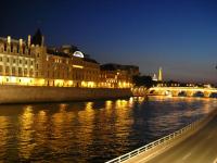 1024px-Seine_by_Eiffel