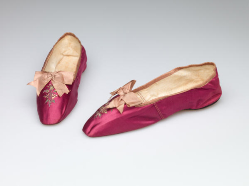 Red slippers 1810