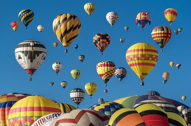 Wench hot-air-balloons pixabay