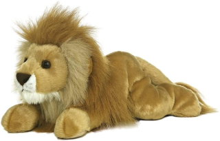 Pats lion