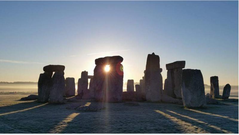 Sunrise at stonehengr