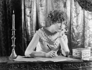 Woman-writing-vintage (1)