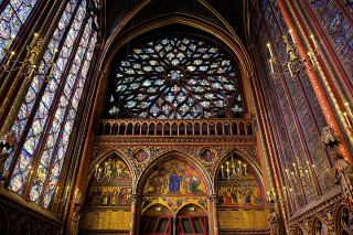 1200px-Interior_of_Sainte-Chapelle_