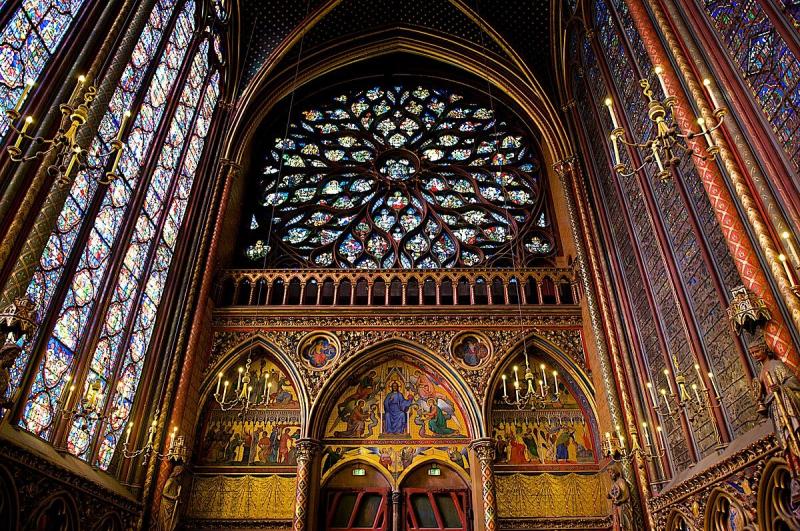 1200px-Interior_of_Sainte-Chapelle_