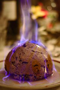 Christmas_pudding_(Heston_from_Waitrose)_flaming
