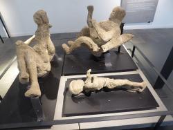 Pompeii figures